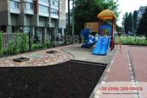 Детская площадка в Печерском районе столицы